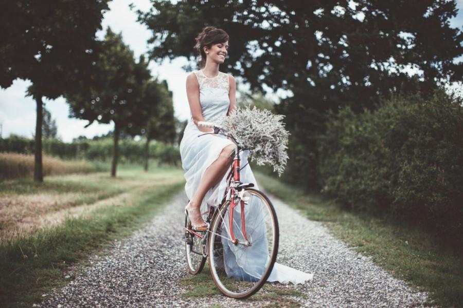 L'abito da sposa e un matrimonio bucolico